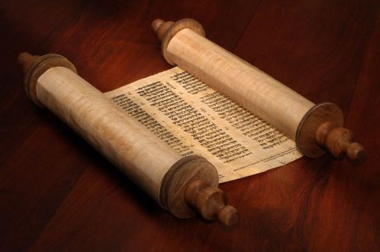 Torah_Scroll_from_123rf.175212641